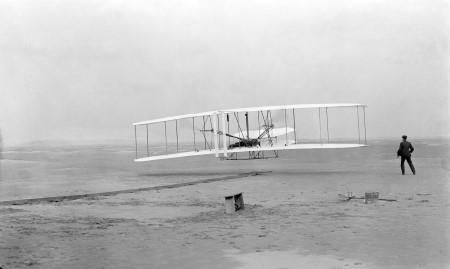 図11 世界初の有人動力飛行の写真